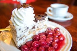 """Traditionelles """"Kaffee & Kuchen""""-Angebot im Café Wien Rheinberg für 2 Personen"""