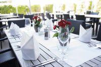 Restaurant-Garten-Tisch
