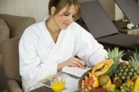 Wellnessbereich_Tisch_lesen